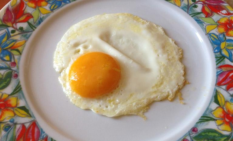 le uova fanno alzare il colesterolo